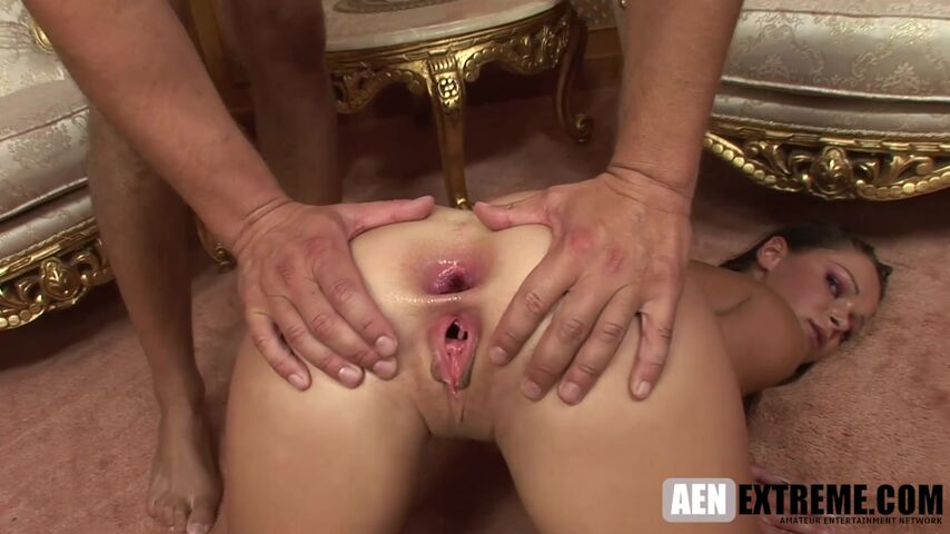 Jeny Baby gives up her ass to be fucked and gaped